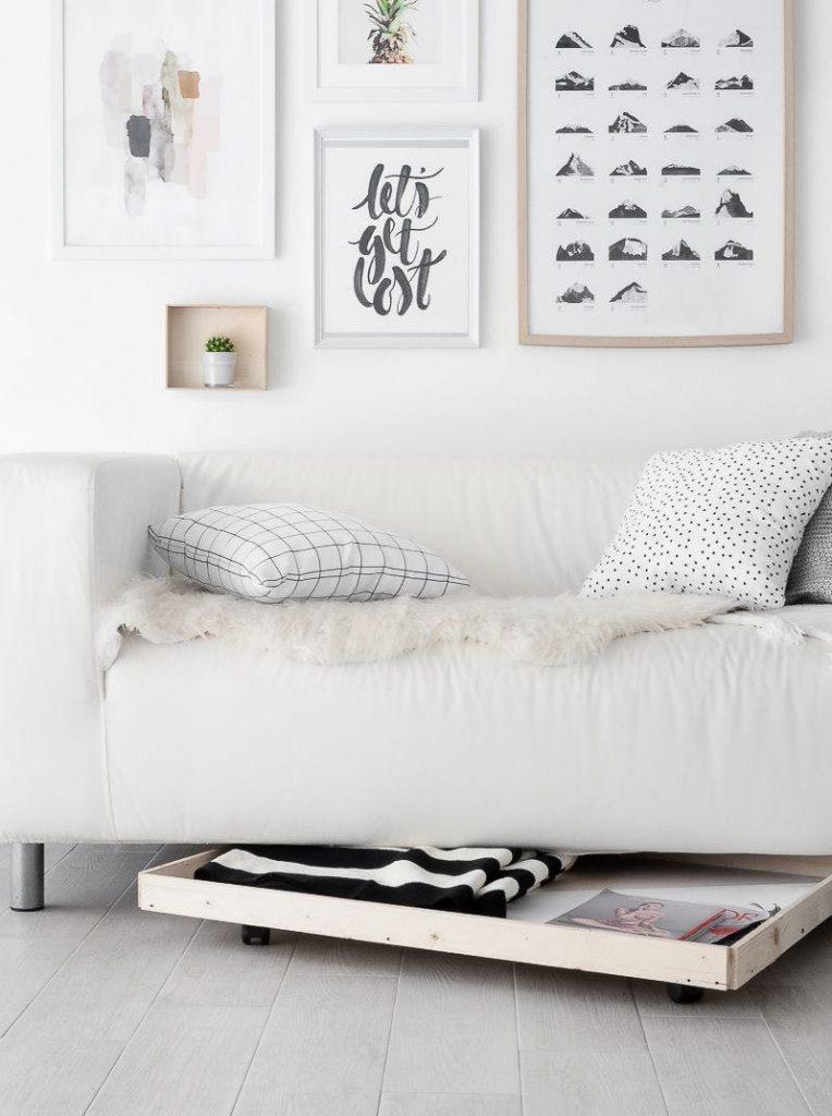Sub canapea – un sertar pe rotile