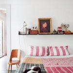 Idei decorative pentru accesorizarea peretelui gol de deasupra patului