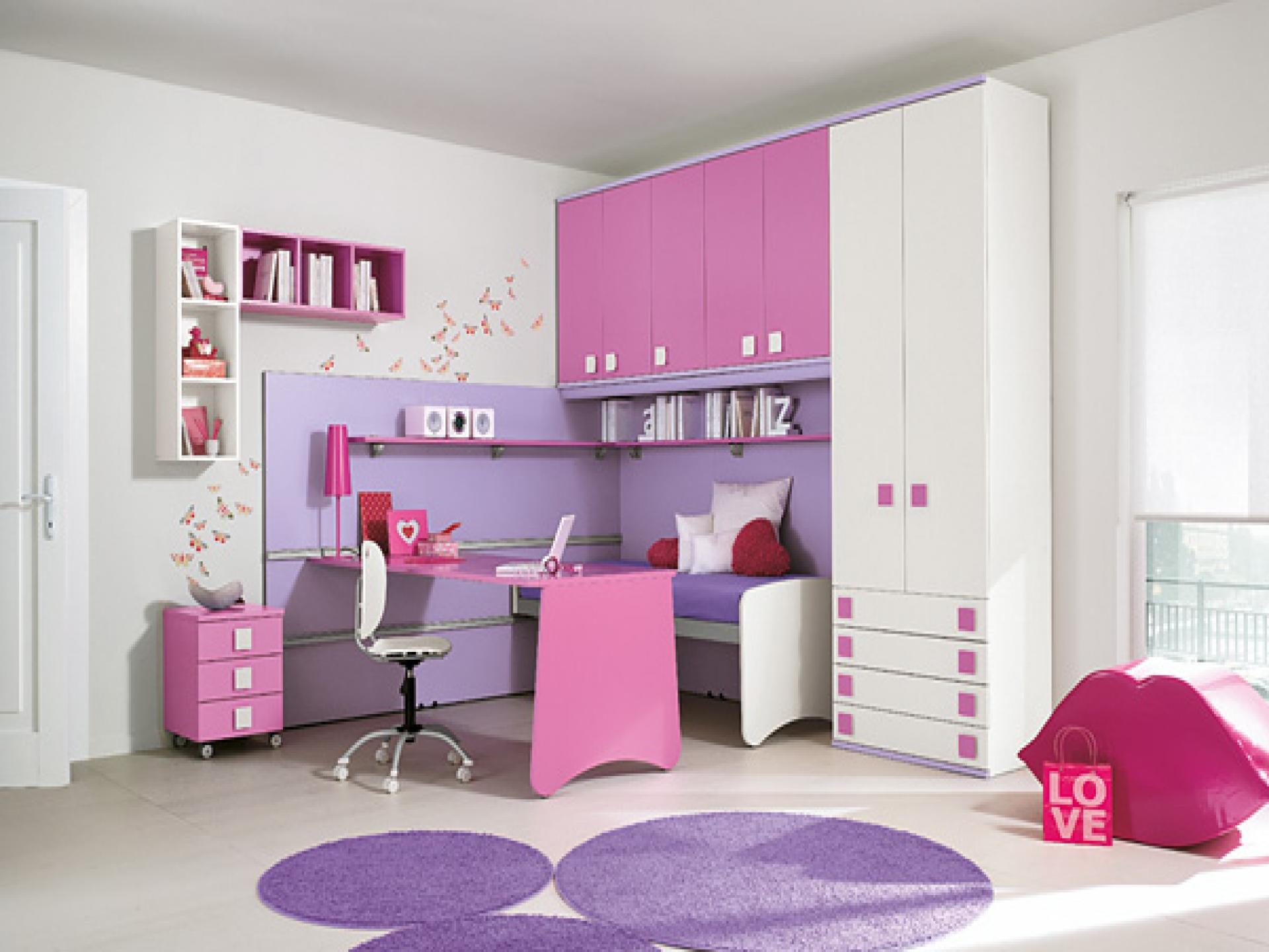 3 moduri sigure de a aduce o culoare noua in decorul - Interactive image of black and white bedroom decorating design ideas ...