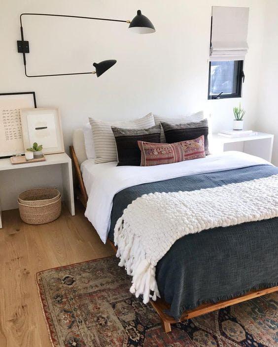 Idei pentru decorul peretelui gol de deasupra patului