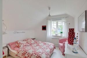 dormitor mic decoratiuni