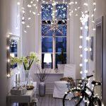 3 motive pentru care poti pastra instalatia luminoasa de brad tot anul