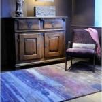Contraste: covorul si ambianta