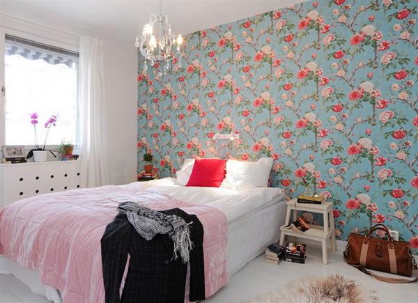 Un tapet indraznet, colorat si viu pentru un perete pe masura
